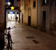 Luces y sombras en Navidad (Barrio gótico, Barcelona, diciembre 2013)